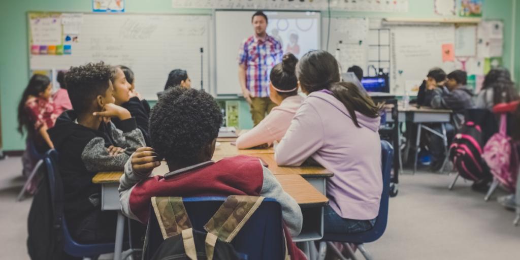 Μαθητές σε σχολική αίθουσα